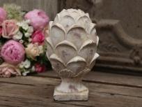 valkoinen käpy-koriste